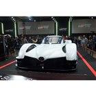 エクステリアデザインはレーシングカーそのままといった印象。ノーズの先端にトヨタのエンブレムが誇...