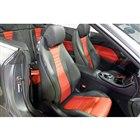 シートには、オープンドライブ時に首元を暖める「エアスカーフ」が備わるほか、直射日光を受けても表...