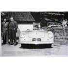 初めてポルシェの名を冠したクルマである「356 No1ロードスター」。(折り込み広告より)