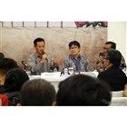 質問に答えるスズキのインドネシア販売会社スズキ・インドモービル・セールス(SIS)の板山誠次社長(左から一人目)