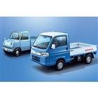 「ホンダT360」(奥)と「アクティ トラック タウン スピリットカラースタイル」。