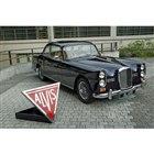 1965年型「アルヴィスTE21サルーンバイ パークウォード」も展示されていたが、こちらは今回...