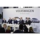 電動化や自動運転などに440億ユーロを投資すると発表したフォルクスワーゲングル—プ首脳