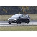 VWの新型ミニバン開発車両(スクープ写真)