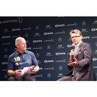 サプライズゲストとして、サッカー日本代表元監督のフィリップ・トルシエ氏(写真右)も登壇。フィッ...