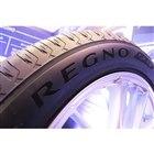 見た目にもこだわったという「GR-XII」。一部のサイズのタイヤには、「REGNO」のロゴをつ...