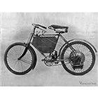 1898年に誕生したプジョー最初のモーターサイクル。第1回のパリモーターショーで発表。ここからモーターサイクルブランド「プジョー」がはじまる。
