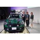都内で開催された車両のお披露目会より。写真左からBMWジャパンの山口智之MINIディビジョン営...