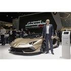 ジュネーブモーターショーの自社ブースで2台のオープンモデルを紹介した、アウトモビリ・ランボルギ...