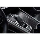 シフトセレクターはスティック型。レバー周辺に電動パーキングブレーキのスイッチや走行モードのセレ...