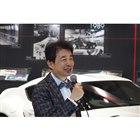 プレスカンファレンスでスピーチを行うトヨタ博物館の布垣直昭館長。