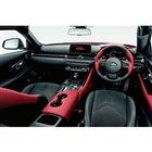 スポーツドライビングに関わる視認・操作系のスイッチはドライバー正面に集中配置されている。