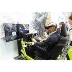 会場にはVR技術を用いたドライビングシミュレーターも用意されていた。