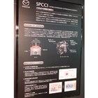 「スカイアクティブX」のコア技術である「火花点火制御圧縮着火」を解説するボード。