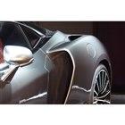 有機的なデザインを採用する「720S」などとは異なり、リアフェンダーに大型のエアインテークを備...