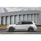 全長が5mを優に超える「BMW X7」。ホイールベースは大きくなった新型「X5」よりもさらに1...