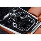 シフトレバーやスタート/ストップボタンは、「8シリーズ」と同様にクリスタル製となる。