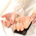 女性の手を型抜きして作ったiPhoneケース「ナミの手」がリニューアル発売