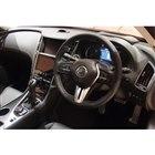 内装は従来型のデザインを基本的に踏襲しているが、日産車として国内初となるカラーヘッドアップディ...