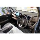 標準車のインテリアは、温かい印象の、ブラウンとアイボリーのツートンカラーとなっている。
