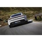 ポルシェが電気自動車「タイカン」を世界初公開 5分の充電で100kmの走行が可能