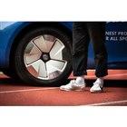 フォルクスワーゲン ID. BUZZ カーゴ のナイキ・ファースト・デリバリー仕様とナイキのスニーカーリサイクルプロジェクト「Reuse-A-Shoe」プログラムのイメージ