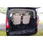 6人乗り仕様車の荷室。積載容量はシートを前後スライドすることで調節する。