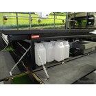 下の段には農薬や肥料、予備バッテリーなどを積むスペースを確保