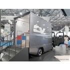 いすゞ自動車のの看板車『エルフ』のEV仕様『エルフEVウォークスルーバン』も展示。