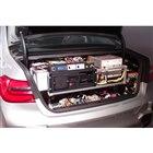 自動運転プロトタイプのトランクルームにはデータ解析用とおぼしき機器がぎっしりと詰め込まれていた。