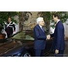 フェラーリ・ローマを視察したイタリアのセルジョ・マッタレッラ大統領。右はフェラーリのジョン・エルカーン会長