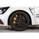 カーボンホイール装着車にもノーマルホイールは付与される。その重量差は、1本あたり約2kg...