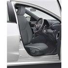 シートの向きや角度を変えて乗降性を向上させるオプション「ターンチルトシート」。価格は運転席が8...