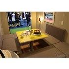 このテーブルを下に下げて格納すればベッドスペースが現れる。