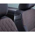 助手席のリクライニングレバーが右側にも備わっており、ドライバーが操作できるようになっている。
