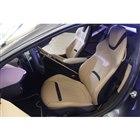 フロントシートの表皮の素材やカラーリングは豊富なオプションの中から選択できる。