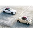 マツダの各車に創立100周年記念モデルが登場 白と赤のカラーリングが特徴