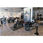 2階の展示スペース。ショールーム内には、20台の最新モデルが展示される。