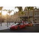 「フェラーリSF90ストラダーレ」がモナコの市街地を240km/hで走行