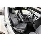 シートは全車合成皮革だが、グレードによって表皮の種類やデザインが異なる。