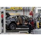 製造ラインを流れる「DBX」。2020年第1四半期からフル操業されている。