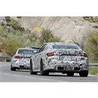 BMW M3セダン(奥)&M4クーペ(手前)新型プロトタイプ(スクープ写真)