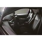 トヨタが「C-HR」の予防安全装備を強化 黒いアクセントが特徴の特別仕様車も発売