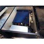 ベッド下には2000Wのインバーターとバッテリー(鉛)が収納される