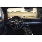 「911 GT3」のインテリア。ハンドル位置は左右から選択できる。