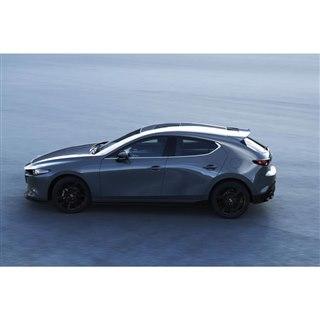 「マツダ3ハッチバック」北米仕様車の用品装着車。国内では初公開となる。