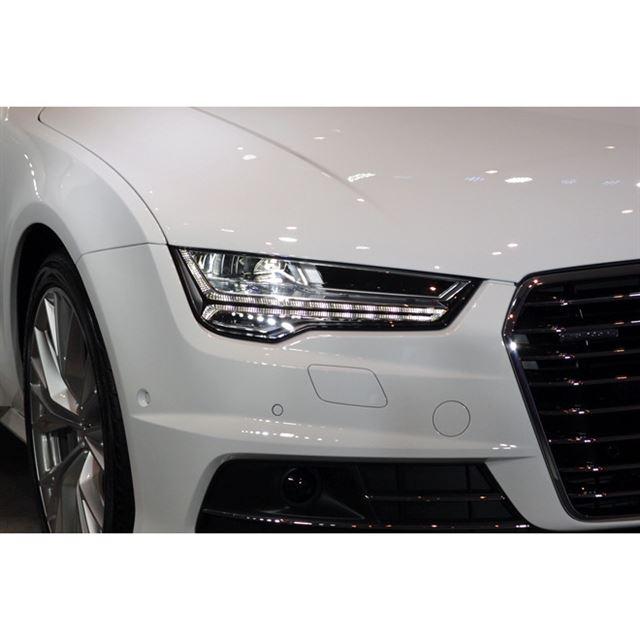 対向車や先行車を眩惑(げんわく)しないようハイビームを自動的に制御する「マトリクスLEDヘッドライト」が搭載される。
