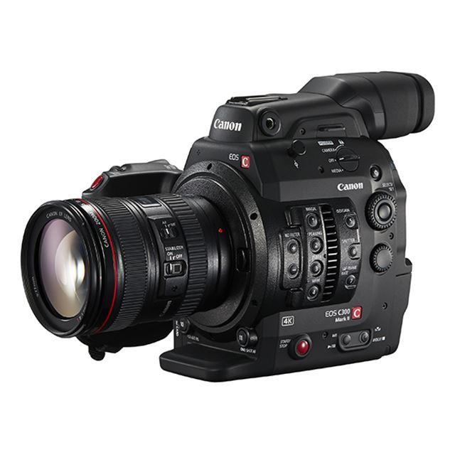 EOS C300 Mark II ※「EF24-105mm F4L IS USM」装着時