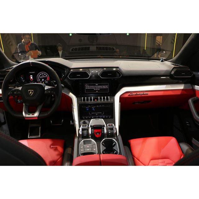 ランボルギーニ、高性能SUVの「ウルス」を日本初公開
