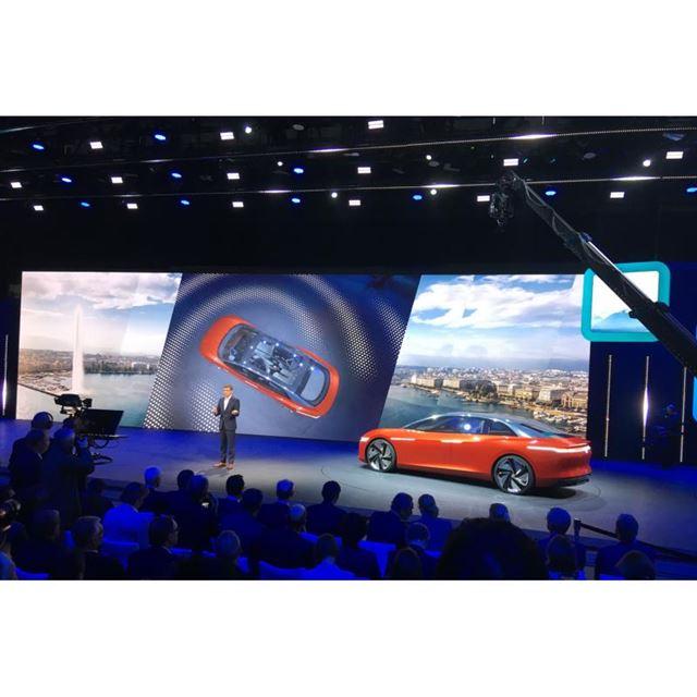 フォルクスワーゲンは電気自動車I.D.シリーズの最上級セダン「I.D. VIZZION」を発表した。